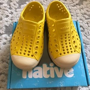 Native Jefferson Yellow shoes C5